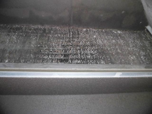 ファンコイルユニット洗浄前の熱交換器